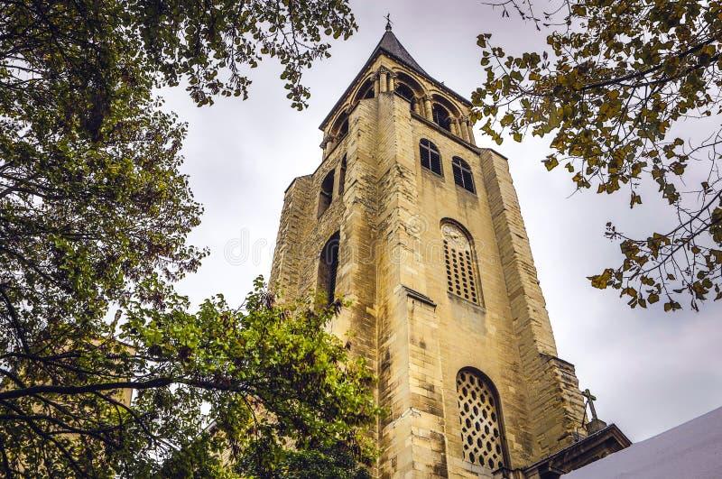 PARÍS, FRANCIA - 11 DE NOVIEMBRE DE 2017: Lugares y edificios famosos de París en la tarde lluviosa del otoño en París, Francia e foto de archivo libre de regalías