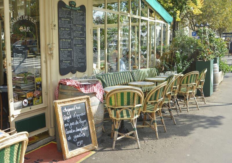 PARÍS, FRANCIA - 16 DE OCTUBRE DE 2016: Restaurante Louis Philippe del café fotografía de archivo