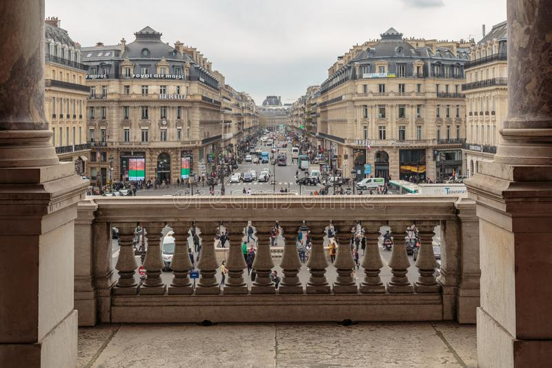 París, Francia, el 31 de marzo de 2017: Balcón de la ópera de nacional París Garnier Palace - edificio neo-barroco de la ópera imagen de archivo libre de regalías