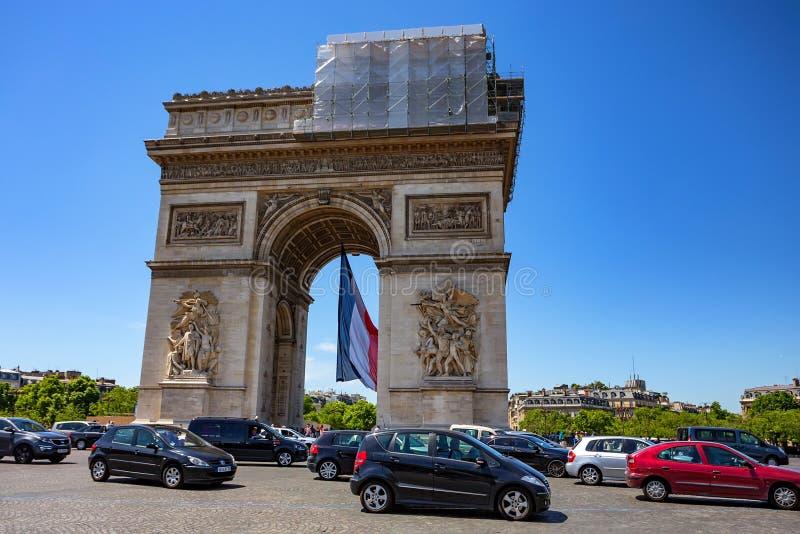 PARÍS, FRANCIA - JUNIO DE 2014: Arc de Triomphe fotos de archivo libres de regalías