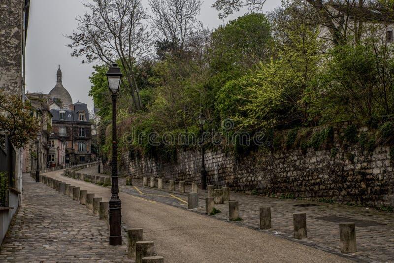 París/Francia Vista de la calle famosa, ruda de l 'Abreuvoir, conocido para su arquitectura encantadora e histórica, en el Montma imagen de archivo
