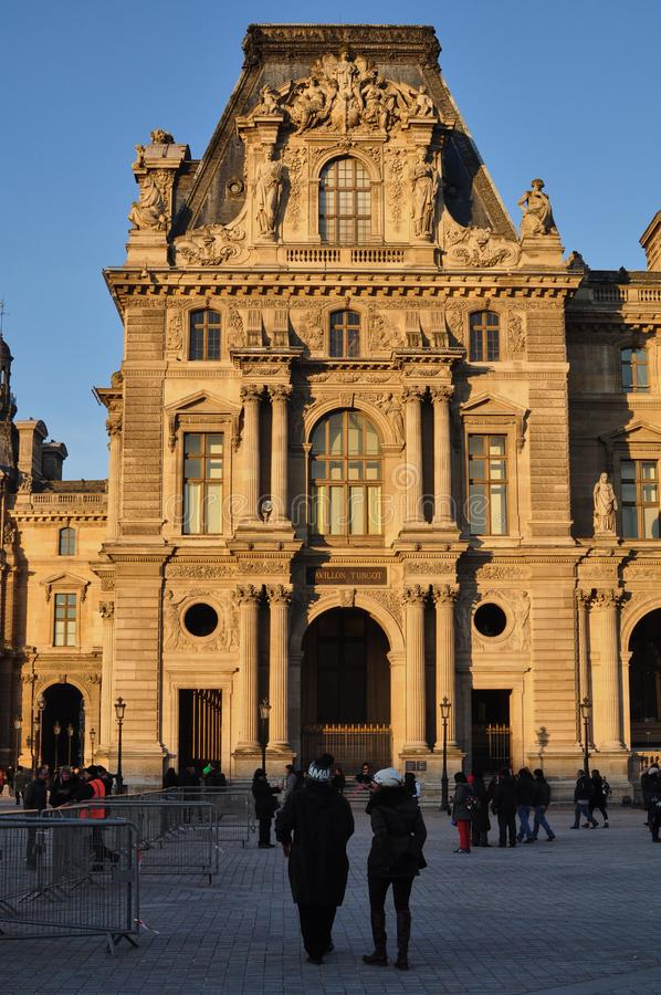 París, Francia - 02/08/2015: Vista del museo del Louvre fotografía de archivo libre de regalías