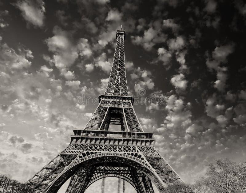 París. Hermosa vista de la torre Eiffel con colores de la puesta del sol del cielo foto de archivo libre de regalías