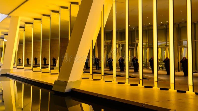 París - la pared amarilla fotos de archivo libres de regalías