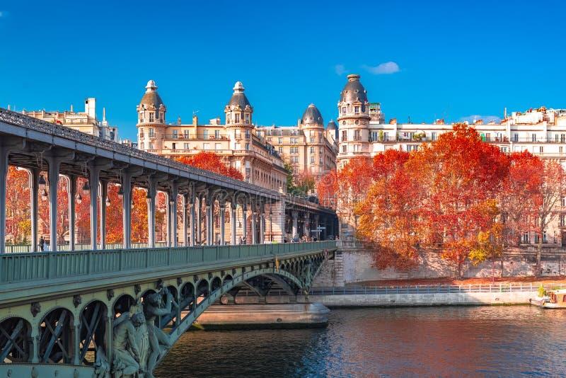 París, panorama en otoño imágenes de archivo libres de regalías