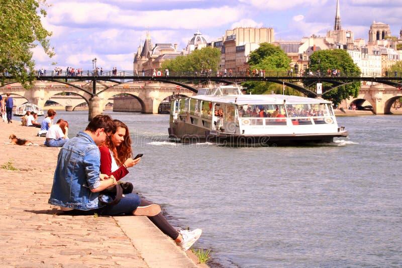 París, quai del Sena francia 16 de junio de 2019 fotos de archivo