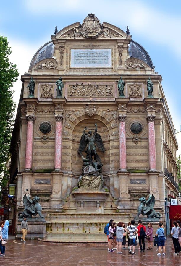 Download París - Saint-Michel De La Fuente Imagen editorial - Imagen de metal, francia: 41906235