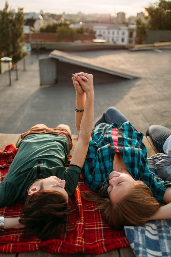 Par älskar kopplar av intimitetförhållandedrömmar fotografering för bildbyråer