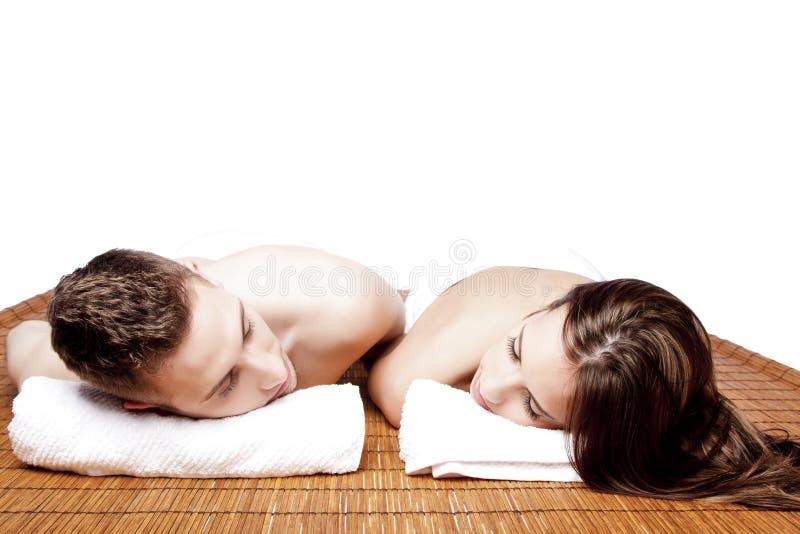 Par att dra sig tillbaka den avslappnande brunnsorten arkivfoton