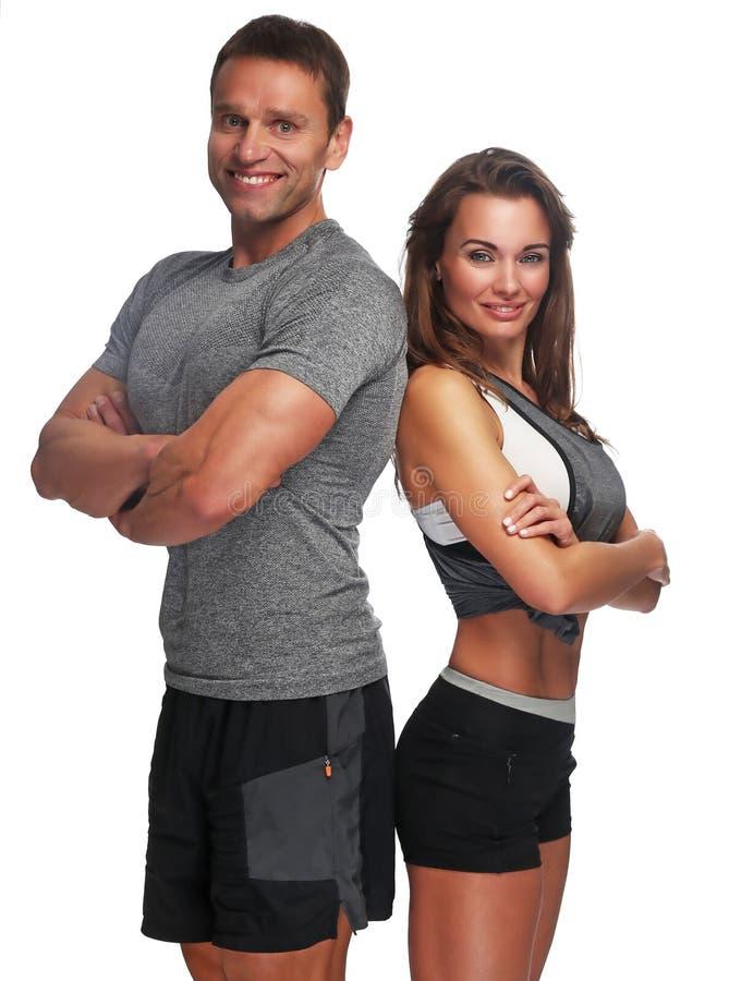 Par av den muskulösa mannen och den attraktiva slanka kvinnan royaltyfri fotografi