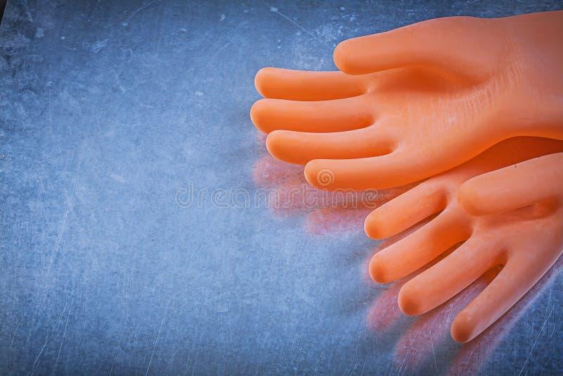 Par av dielectric rubber handskar på metallisk bakgrundselkraft royaltyfria foton