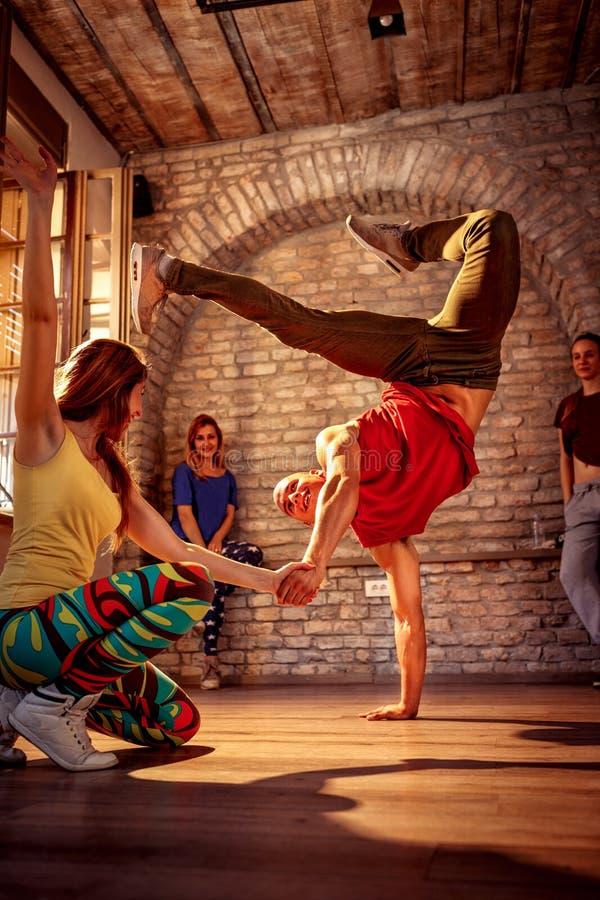 Par för dans för passionhöftflygtur arkivbild