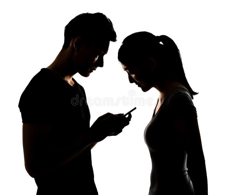 Par genom att använda mobiltelefonen arkivfoton