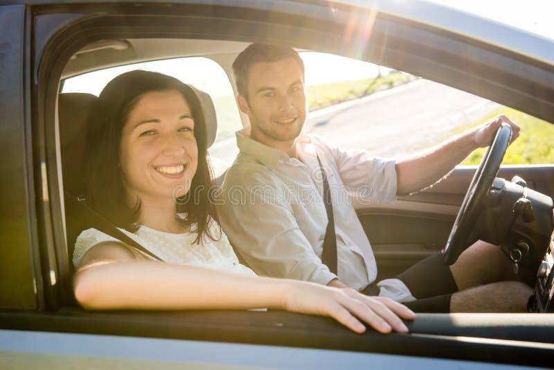 Par i bil fotografering för bildbyråer