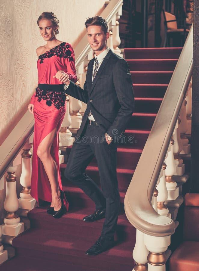 Par i lyxig inre fotografering för bildbyråer