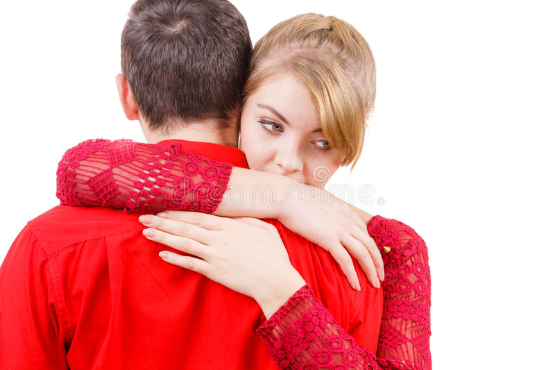 Par Kvinnan är ledsen och tröstas av hans partner arkivfoto