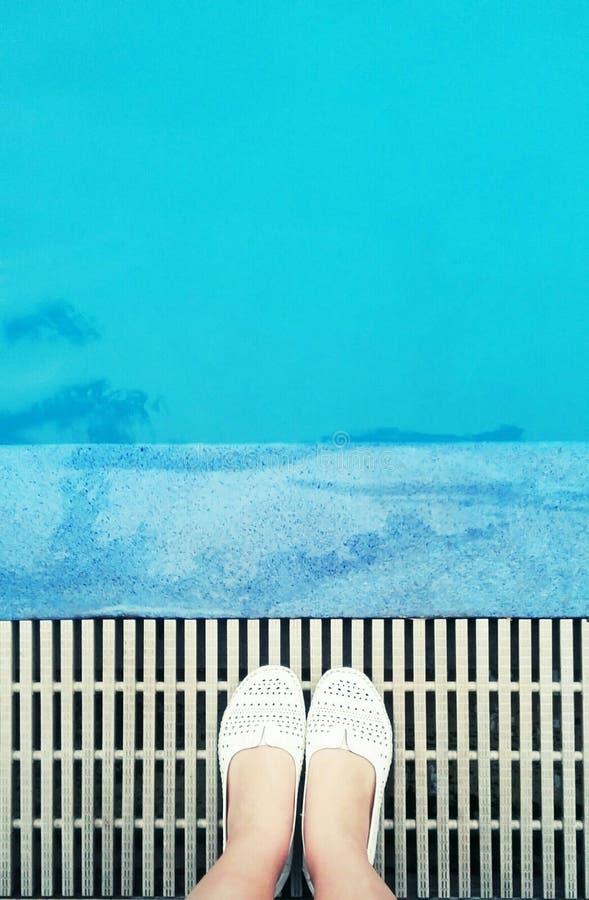 Par la piscine photographie stock libre de droits