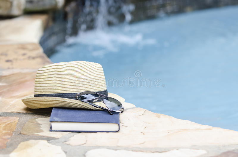 Par le poolside photographie stock