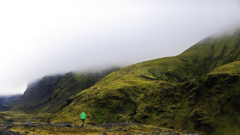 Par les montagnes de l'Islande photos stock
