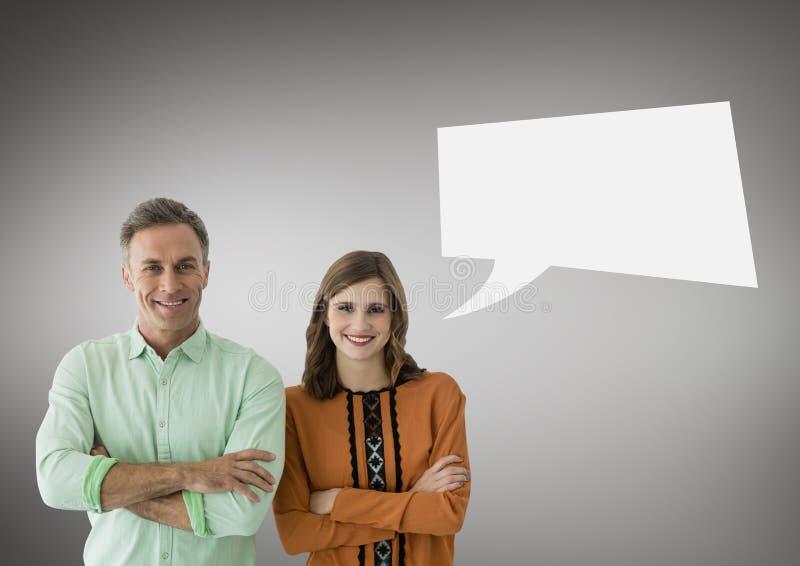 Par med anförandebubblan mot grå bakgrund royaltyfria bilder