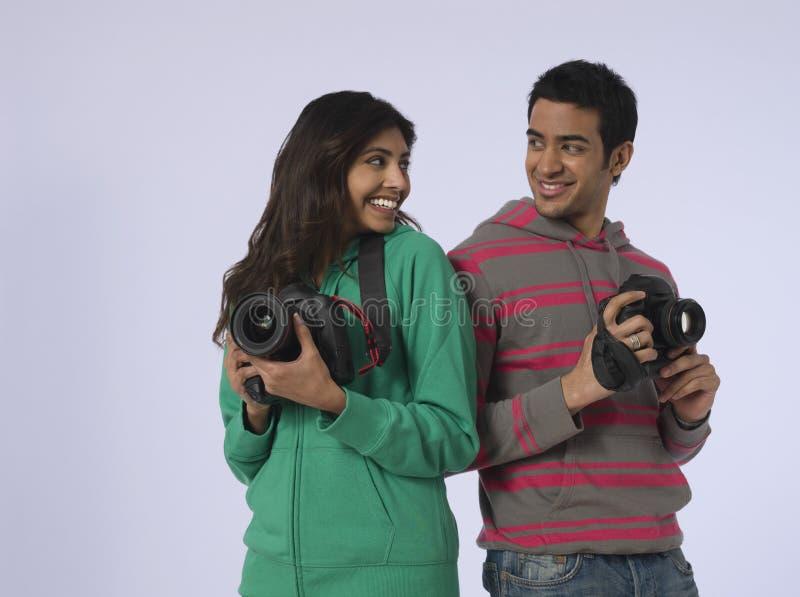 Par med kameror i studio arkivfoton