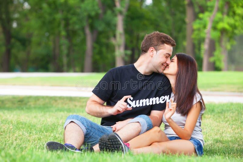Par med ordsommar fotografering för bildbyråer