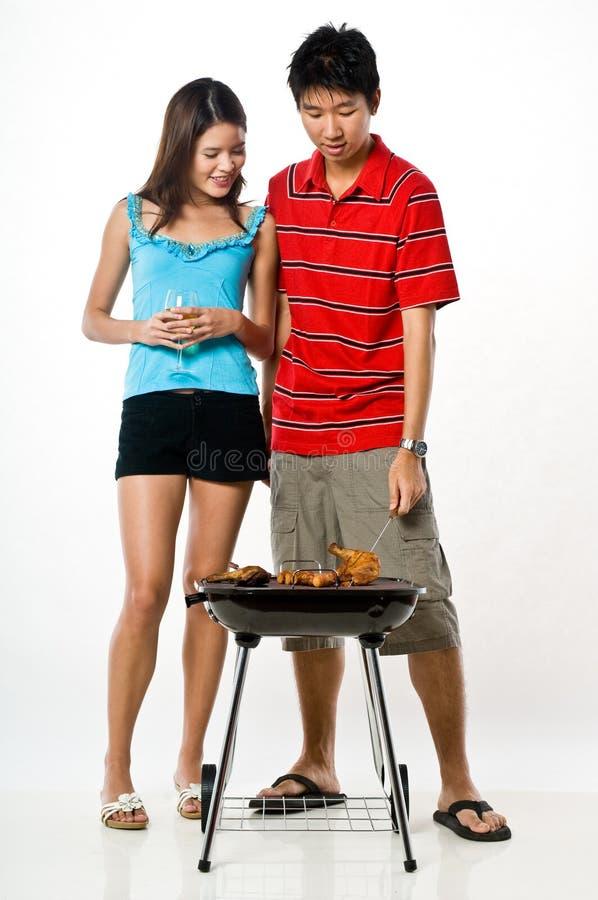 Par och BBQ royaltyfri foto