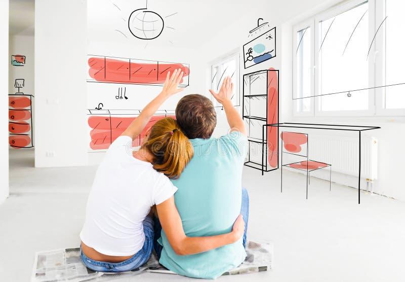 Par på deras nya tomma lägenhet arkivfoto