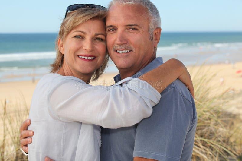 Par på ferie fotografering för bildbyråer
