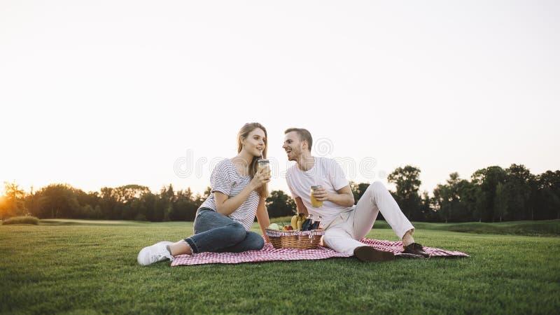 Par på semester royaltyfri foto