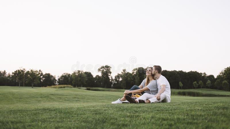 Par på semester royaltyfri bild
