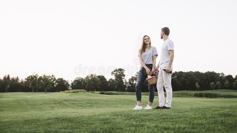 Par på semester royaltyfria foton