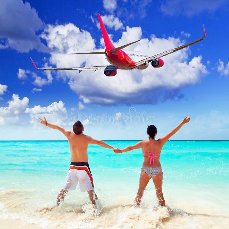 Par på tropiska ferier royaltyfri bild
