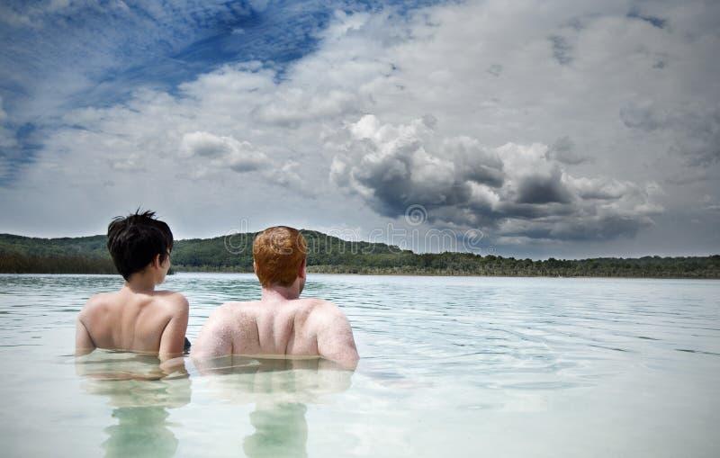 par potomstwa jeziorni relaksujący zdjęcia royalty free