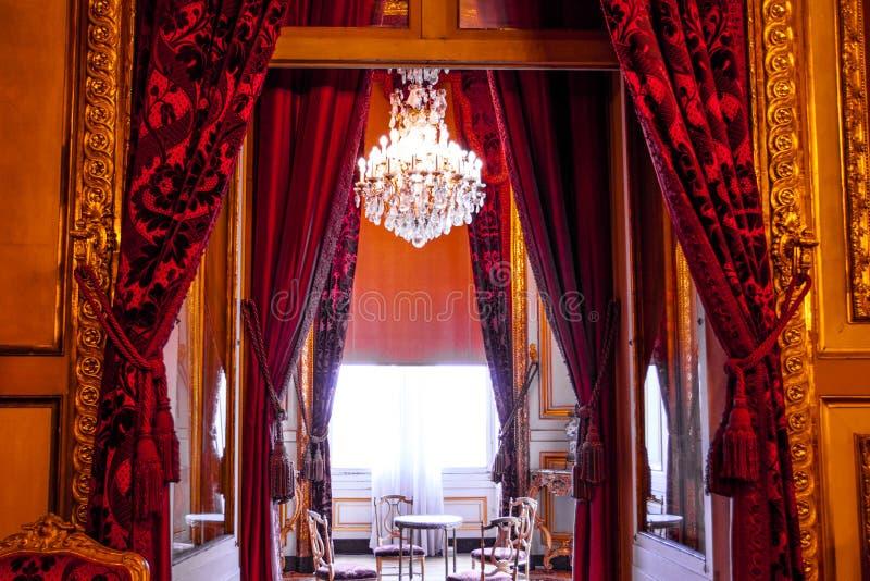 PAR?S, FRANCIA - 2 DE OCTUBRE DE 2016: Apartamentos de Napoleon III El museo del Louvre es el museo m?s grande de la palabra con  fotografía de archivo
