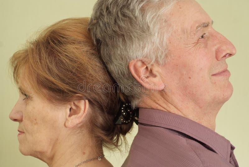 Par som baksidt plattforer till backen royaltyfri foto