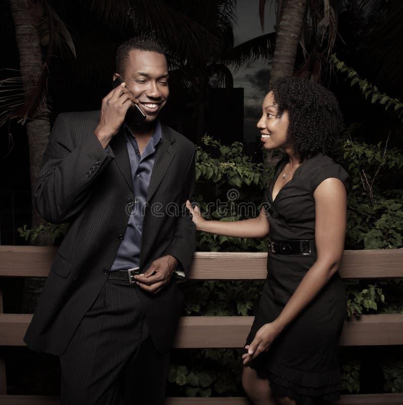 par som får nyheternatelefonen royaltyfria foton