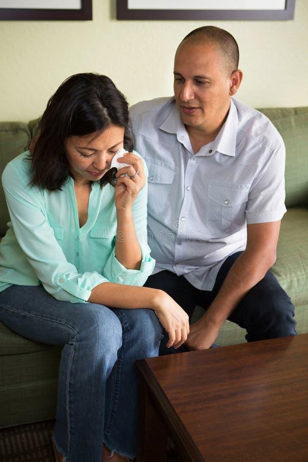 Par som har förbindelseproblem arkivbild