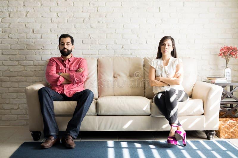 Par som inte talar efter en tvist royaltyfria foton
