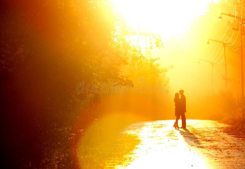 par som kisssing royaltyfri bild