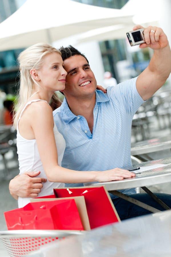 Par som tar fotoet fotografering för bildbyråer