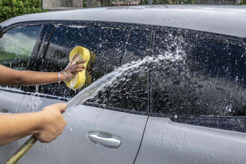 Â-par som tvättar bilen royaltyfri bild