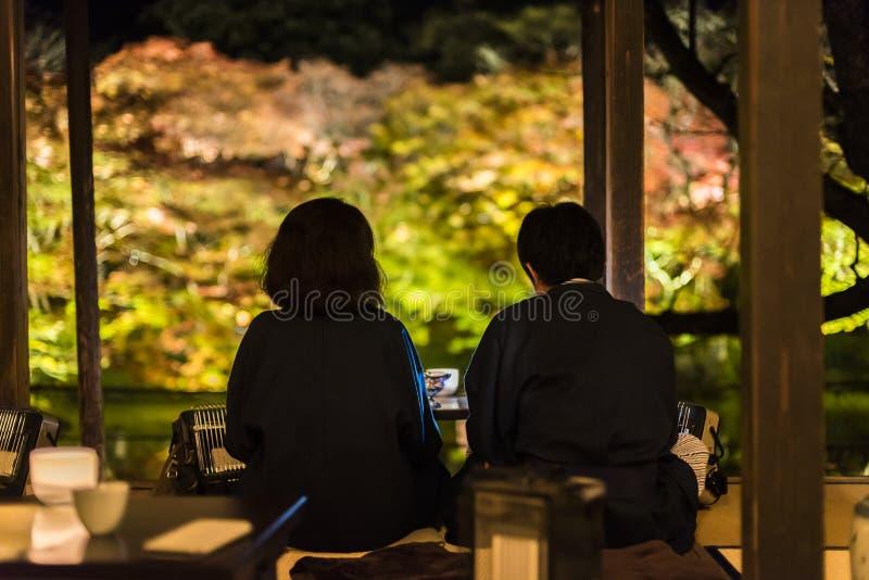 Par tycker om te på Mifuneyama Rakuentr royaltyfri fotografi