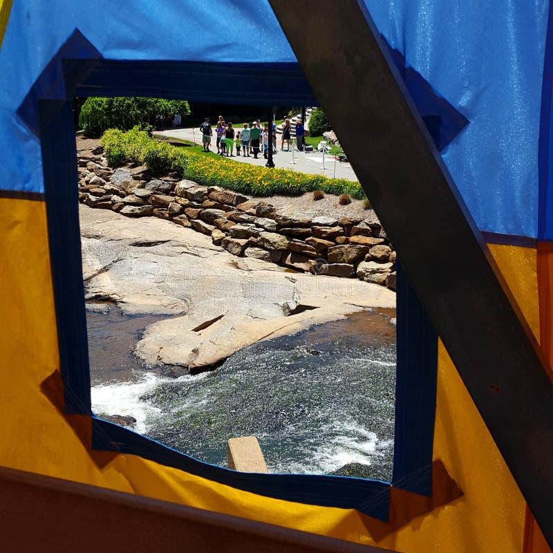 Par un festival d'Artsphere de fenêtre de tente photo stock