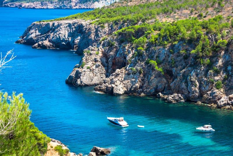 Paraíso da praia de turquesa de Ibiza Punta de Xarraca em Isla baleárico fotografia de stock royalty free