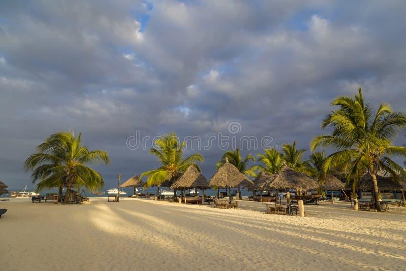 Paraíso do feriado na ilha de Zanzibar imagens de stock