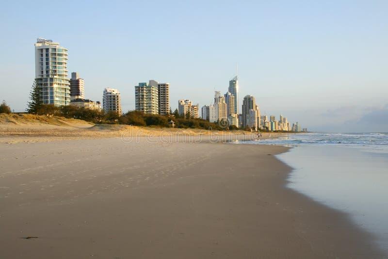 Paraíso Gold Coast Australia De Las Personas Que Practica Surf Foto de archivo