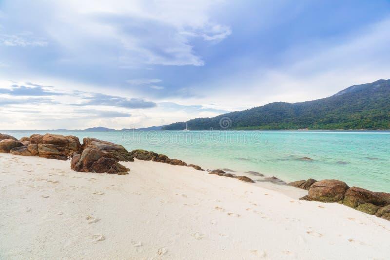 Paraíso tropical asiático de la playa en Tailandia fotografía de archivo libre de regalías