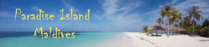 Paraíso tropical de la playa Isla de Maldivas en fondo borroso el Océano Índico imágenes de archivo libres de regalías