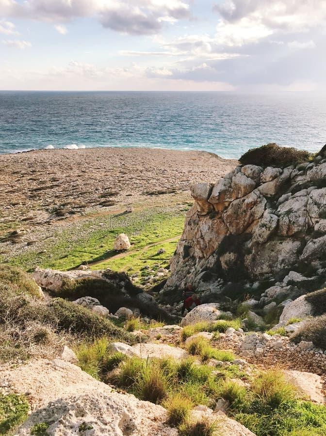 Paraíso verde perto do mar foto de stock